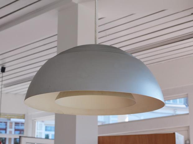 Deckenleuchte von Arne Jacobsen für Louis Poulsen / Hellgrau