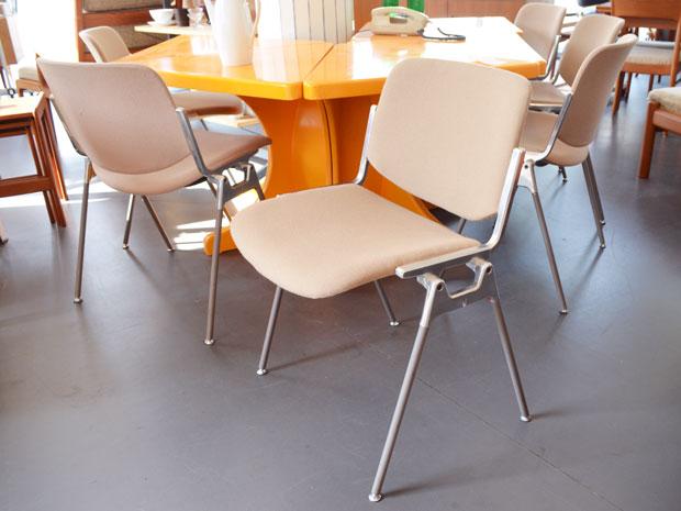 6er Set Stühle DSC 106  / Giancarlo Piretti für Castelli / Preis: 80 € pro Stuhl
