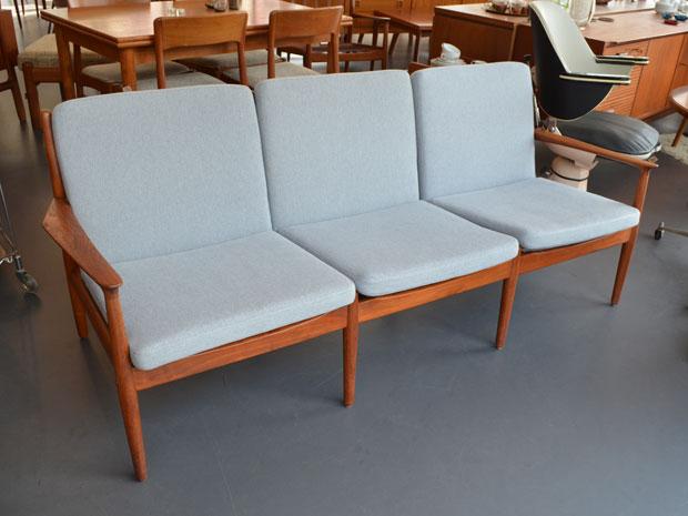 Teak Couch von Grete Jalk für Glostrup / neu bezogen