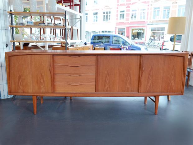 Teak Sideboard RT Möbel / 240cm / Preis: 1000 €