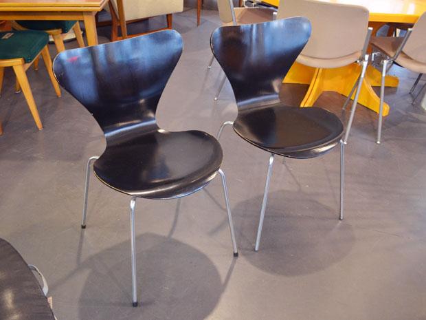 2x Stuhl / Serie 7 / Modell 3107 / Arne Jacobsen für Fritz Hansen / Design 1955 / Preis: 120 € pro Stuhl