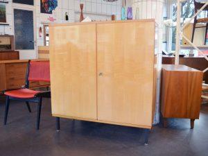 Schrank Schleiflack / B 111 cm H 121,5 cm / Preis: 160 €