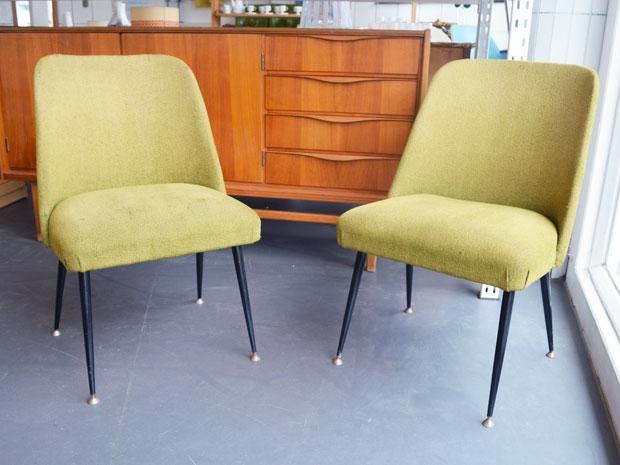 Ein Stuhl mit Metallbeinen und Messingfüßen / Preis: 65,- €