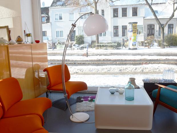 Bogenlampe / weißer Kunststoffschirm / Preis: 250 €
