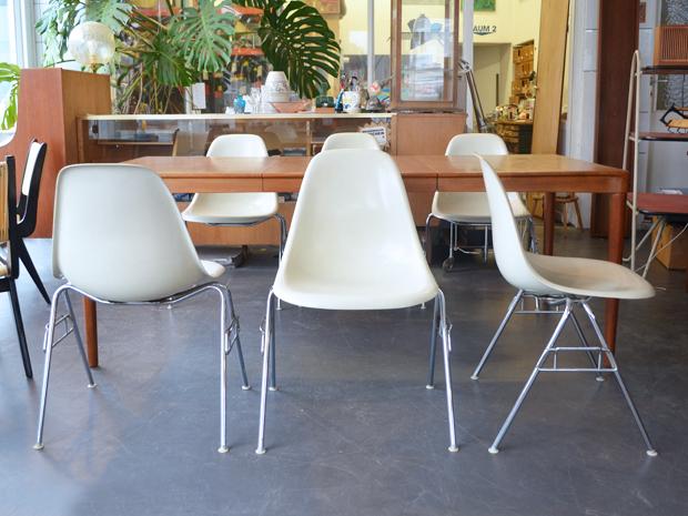Sechs Schalenstühle / Modell DSS / Charles & Ray Eames / Setpreis: 720 €
