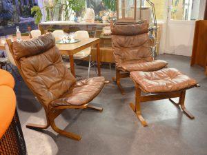 Zwei Sessel mit einem Hocker / Hochlehner / Ingmar Relling, Norwegen