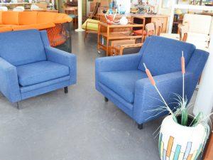 Ein blauer Sessel / Preis: 140 € / H 70 cm x B 80 cm x T 80 cm