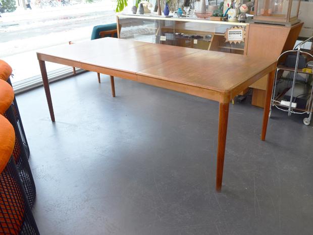 Großer Teakholz Esstisch von H.W. Klein für Bramin / H 72cm x L 190cm (verkleinerbar auf 130cm) x 90cm / Preis: 650 €