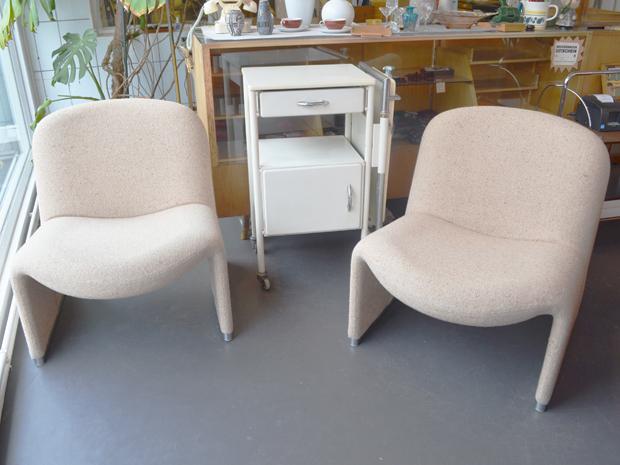 Zwei Sessel ALKY von Giancarlo Piretti für Castelli / Preis: 280 € pro Sessel