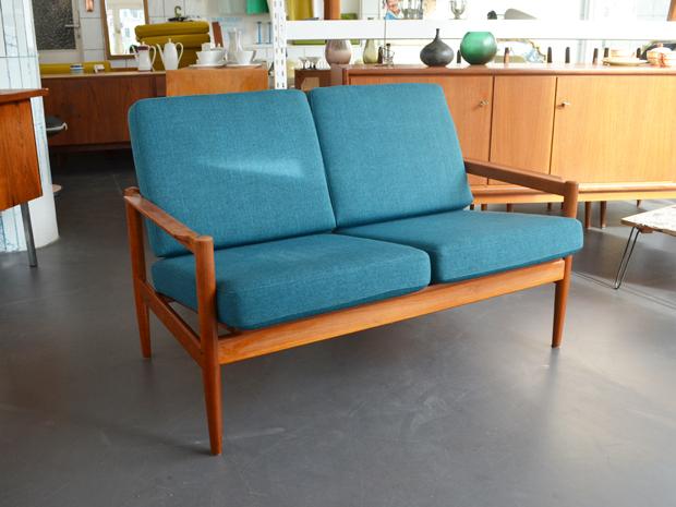 Zweisitzer / neu bezogen / Jensen & Korinth für Bernstorffsminde Møbelfabrik, Dänemark / Preis 700,- €