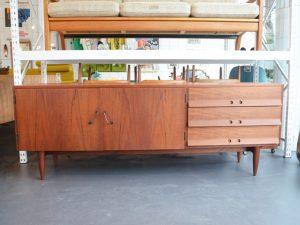 Teakholz Sideboard / Maße: H 73cm x L 200cm x B 65cm / Preis: 700 €