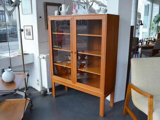 Vitrinenschrank / Ruid Thygesen & Johnny Sørensen / Bullboard Furniture Dänemark / Preis: 400 €