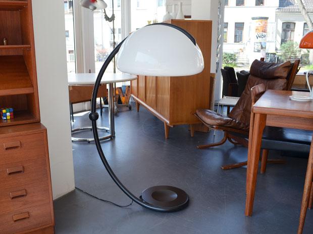 Schwarze Serpente Stehlampe von Elio Martinelli für Martinelli Luce, Italien / Modello 2131 / Preis: 300 €