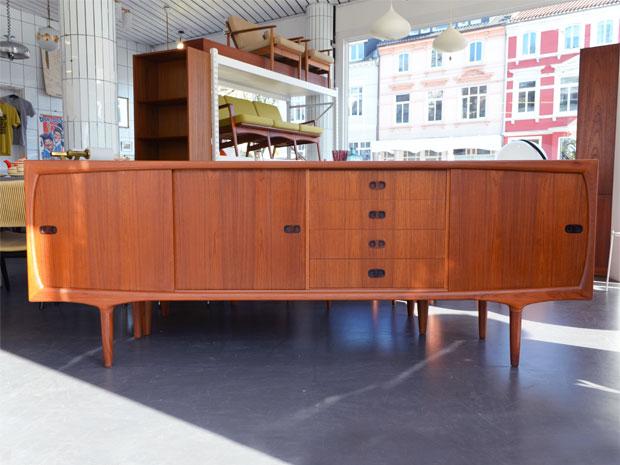 Teak Sideboard von Harry Østergaard für Randers Møbelfabrik / Maße: H 85,5cm x B 230cm x T 47cm / Preis: 1200 €