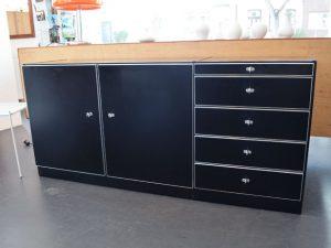 Schwarzes Sideboard