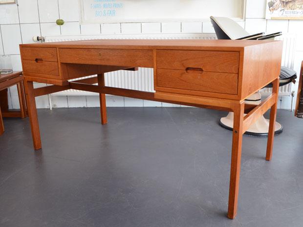 Teak Schreibtisch / Preis: 300 €