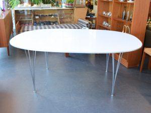 Esstisch SUPER-ELLIPTICAL / A. Jacobsen, P. Hein & B. Mathsson für Fritz Hansen / 180 x 120cm / Preis: 800 €