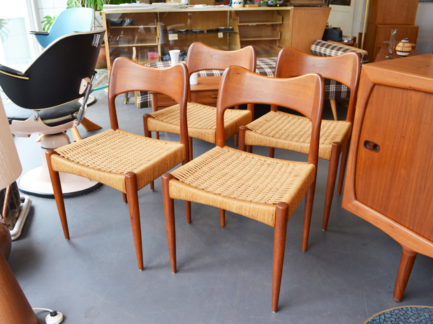 Vier Stühle / Teakholz & Papercord / Arne Hovmand Olsen für Mogens Kold