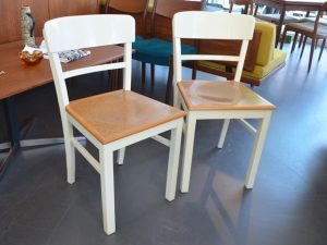Ein weißer Küchenstuhl / Preis: 40 €