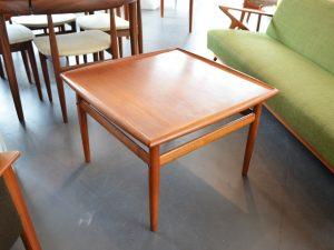 Quadratischer Couchtisch 70cm x 70cm von Grete Jalk / 1960er Dänemark