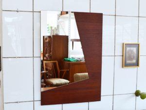 Spiegel mit asymmetrischer Spiegelfläche