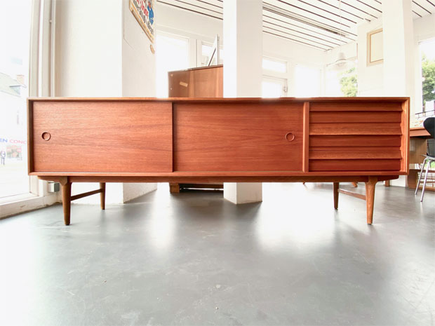 Teak Sideboard / L 220 cm x T 48 cm x H 45,5 cm